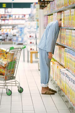 man-grocery-shopping-240rr012810